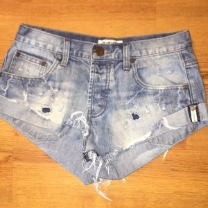 One x one teaspoon distressed shorts size 26